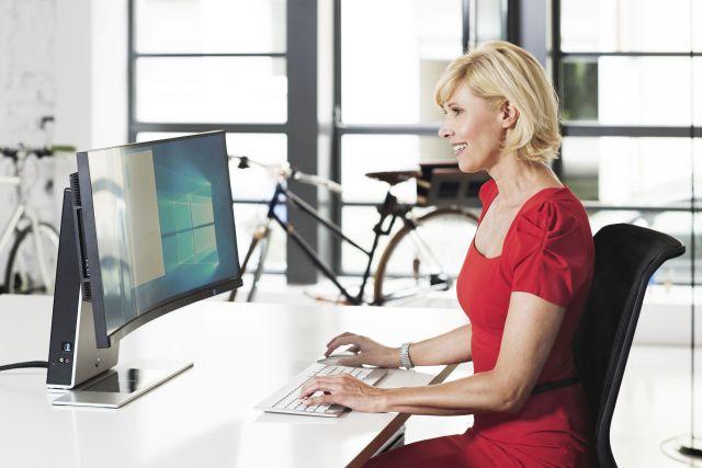 Design-PC Modinice trifft stylishen Curved NEC-Monitor