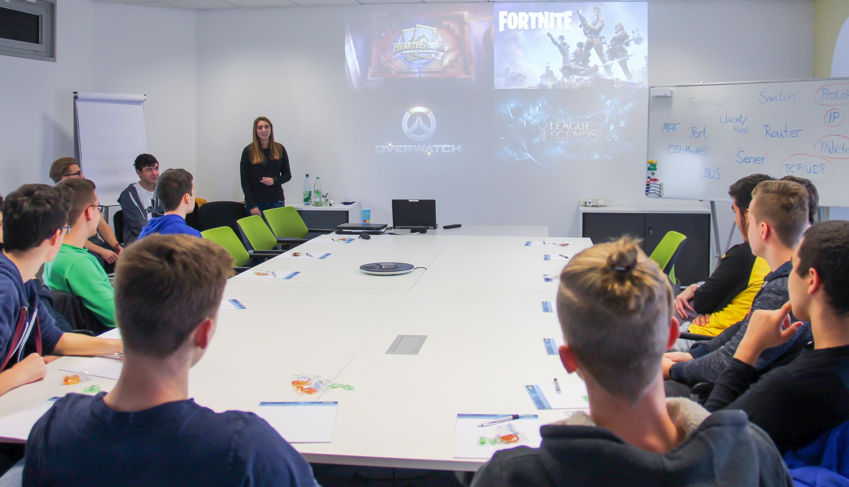 Informatik-Kurs der Heinrich-Mann-Gesamtschule besucht Controlware in Dietzenbach