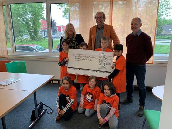 OPTIMAL SYSTEMS spendet 2500 Euro an die Kindernothilfe